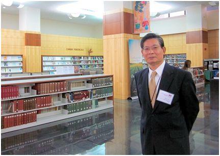劉耀經過去任農業圖書館館長時留影