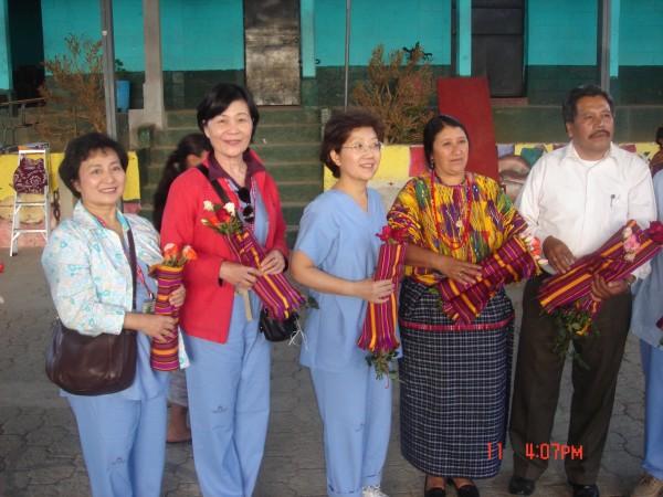 馬雅的呼喚P× 17 手工織布裹鮮花代表最溫馨的感謝