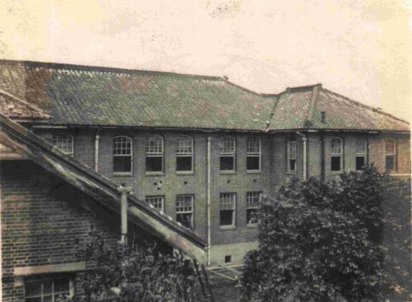 當年的台大醫學院(照片取自台大雙月刊網站)