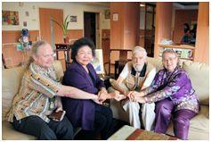Lynn Miles(右2)與陳菊(左2)、艾琳達(右)