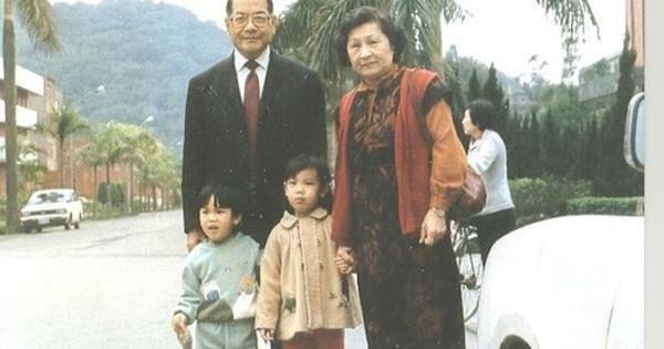 許振榮夫婦和孫子