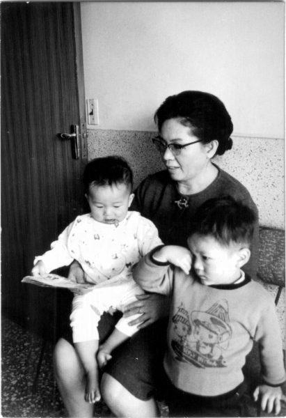 1969-0101-with-grandma